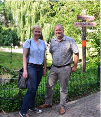 SPD-Landtagsabgeordnete Nina Klinkel zum Besuch im Zoo Landau in der Pfalz