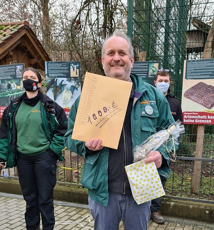 """Make the zoo director happy again!"" … Zoobelegschaft spendet € 1.000 für die Artenschutzprojekte"